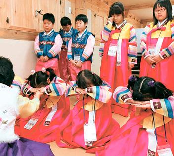 「韓国の新年風景」 活気に満ちた明るい一年に