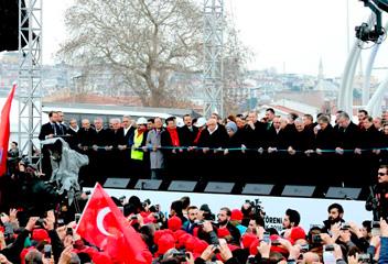 イスタンブールの海底トンネル開通