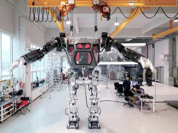 韓国製有人ロボットを公開