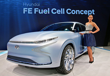 新型燃料電池車を初公開