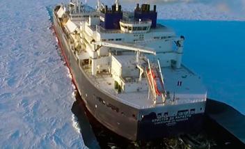 世界初の砕氷LNG船運航