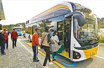 水素燃料電池バスが初運行