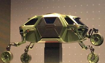 「歩く車」のモデルを世界初公開