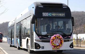 韓国初の電気連節バス登場