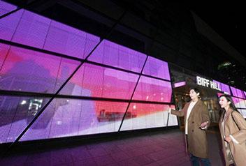 釜山「映画の殿堂」に巨大スクリーン
