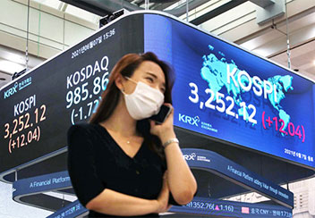 KOSPI、3252で最高値更新