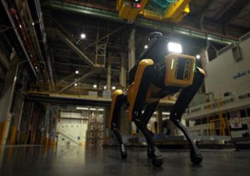 工場の安全守るロボット犬登場